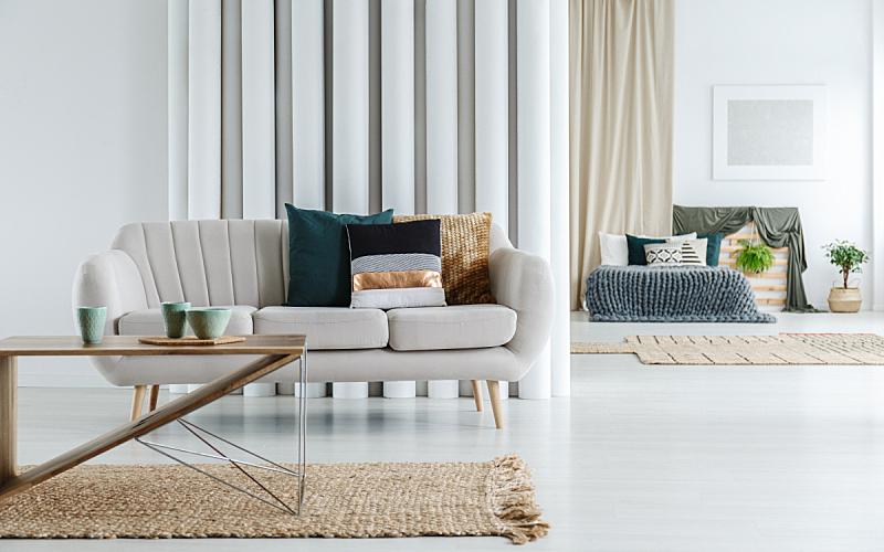 碗,眼镜,水平画幅,纺织品,银色,装管,组物体,家具,单色调,明亮