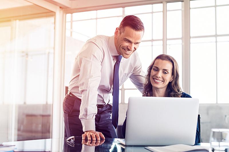 商务人士,电子邮件,男商人,经理,仅成年人,现代,专业人员,技术,助手,会议室