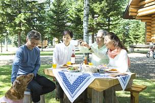 老年伴侣,两个人,日本人,餐具,度假胜地,水平画幅,户外,男性,成年的,老年男人