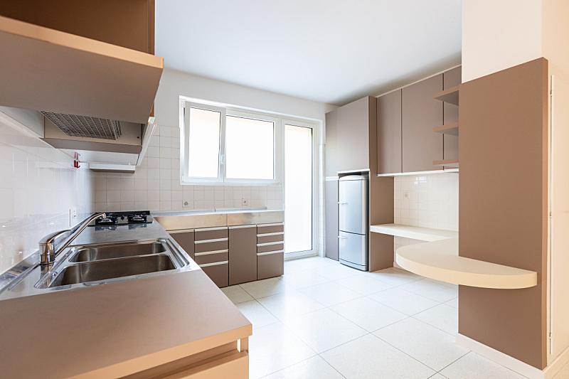 窗户,厨房,明亮,巨大的,空的,冰箱,华贵,炊具,备餐间,水槽