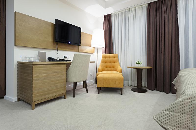 室内,宾馆客房,住宅房间,桌子,水平画幅,橙色,无人,椅子,灯,家具