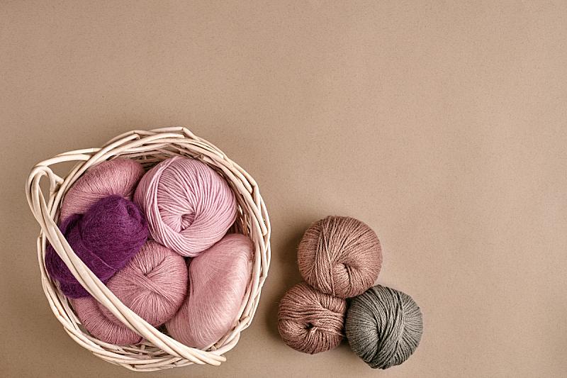 羊毛线球,羊毛,柳条,米色背景,针织,碗,球,留白,钩针编织品,水平画幅