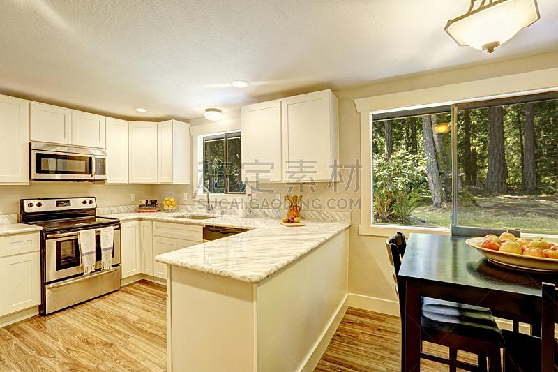 住宅房间,厨房,饭厅,窗户,桌子,水平画幅,建筑,椅子,房地产,家具