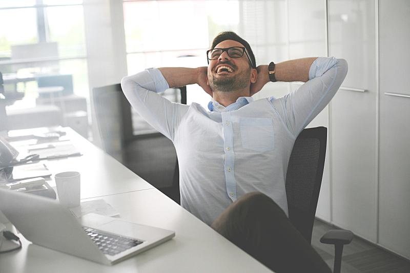 办公室,男商人,工间休息,拉伸图像,笔记本电脑,水平画幅,工作场所,饮料,白人,经理