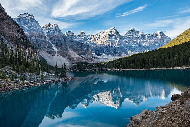 梦莲湖,十峰谷,山谷市,冰碛,鲜绿色,山,班夫,水,天空,公园