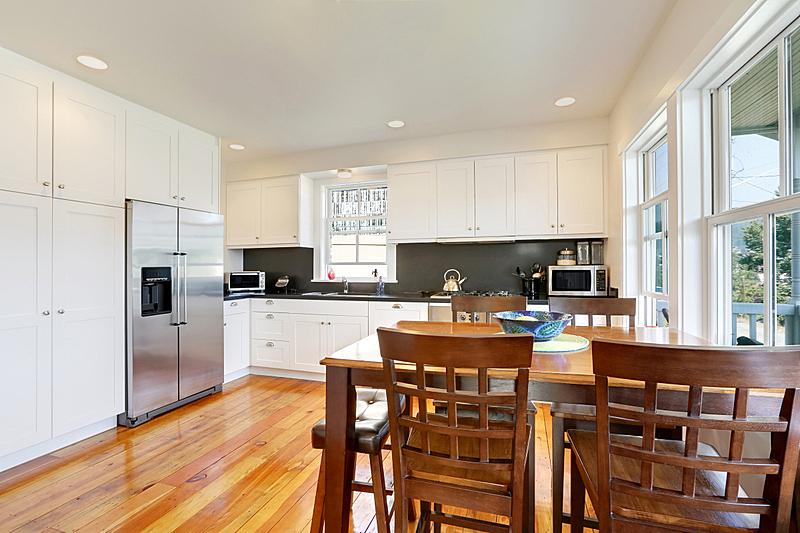 住宅房间,灶台,厨房,白色,柜子,冰箱,窗户,水平画幅,吧椅,建筑