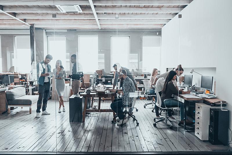 体育团队,忙碌,新创企业,计算机,现代,办公室,休闲正装,创作行业,商务休闲,公司企业