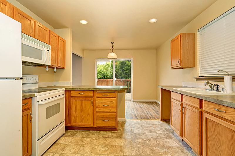 住宅房间,厨房,柜子,木制,砖地,简单,窗户,水平画幅,吧椅,建筑