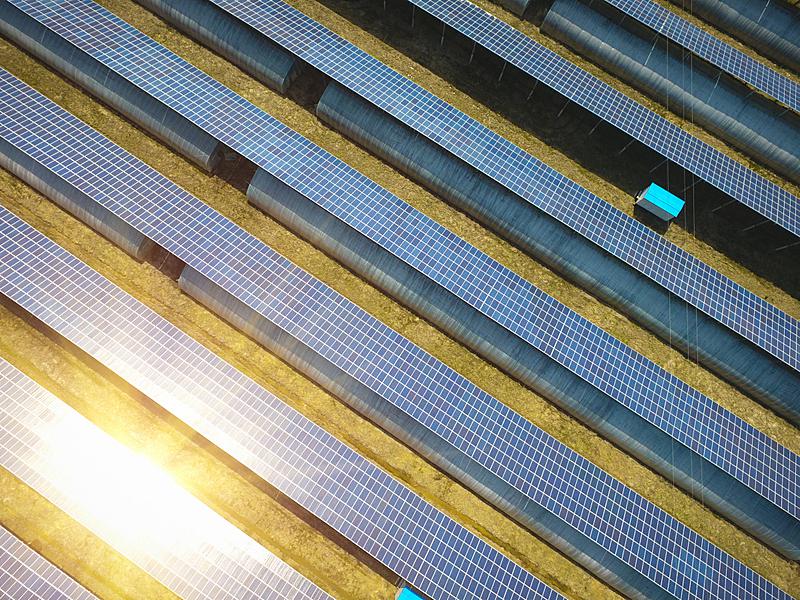 航拍视角,太阳能,视角,发电机,鸟类,太阳能电池板,水平画幅,高视角,能源,无人