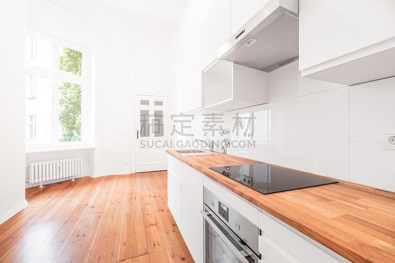 厨房,硬木地板,现代,白色,轻便电炉,纽帕尔兹,橱柜门,下水塞,1900年至1909年,地板