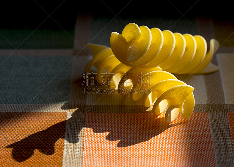 意大利面,日光,阴影,绘画插图,瓶塞钻,螺旋面,水平画幅,形状,生食,膳食