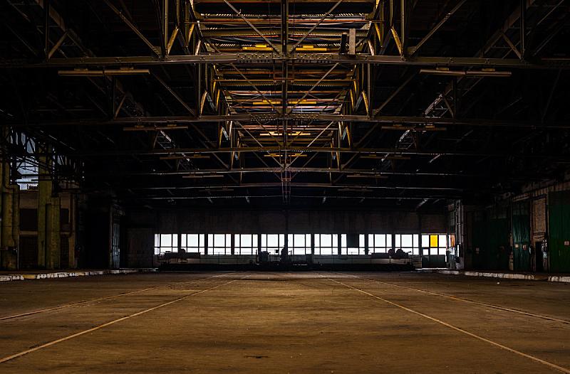 仓库,工业,空的,室内,飞机库,车库,暗色,水平画幅,古老的,巨大的