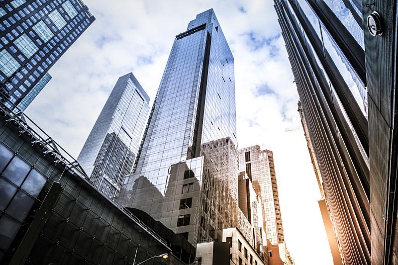 摩天大楼,办公大楼,正下方视角,向上看,办公楼外观,低视角,市区,纽约州,纽约,建筑外部