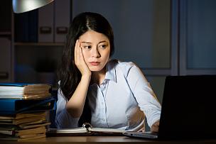 夜晚,疲劳的,女商人,亚洲,紧迫,办公室,笔记本电脑,水平画幅,情绪压力,仅成年人