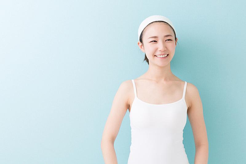 日本人,女人,注视镜头,美,水平画幅,仅成年人,青年人,彩色背景,仅一个青年女人