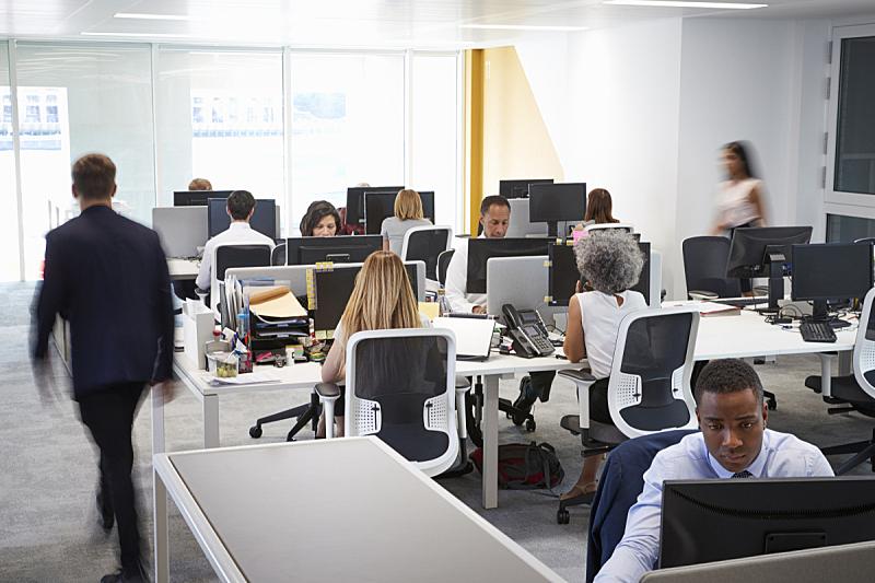 办公室,忙碌,男人,开放式设计,选择对焦,正面视角,青少年,30到39岁,留白,水平画幅