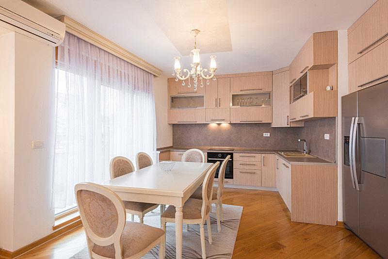 饭厅,公寓,室内,厨房,开放式设计,褐色,新的,水平画幅,无人,椅子