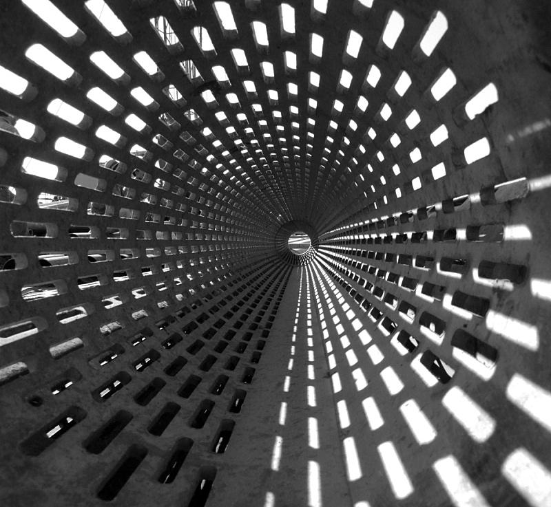 井,管道,圆形,水平画幅,正下方视角,装管,无人,光,黑白图片,摄影