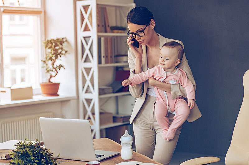 工作母亲,it技术支持,简单,未来,单身母亲,父母,女商人,专门技术,专业人员,智慧