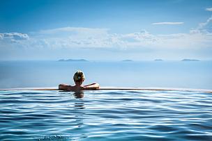 女人,无边际泳池,休闲活动,spa美容,旅行者,夏天,仅成年人,青年人,热带气候