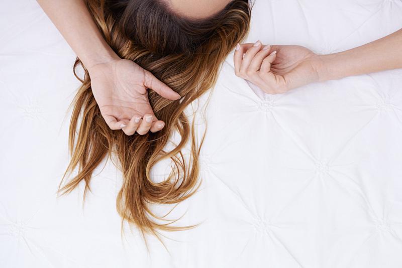 头发,女人,人,概念和主题,概念,休闲装,床,颤抖,渴望,睡觉