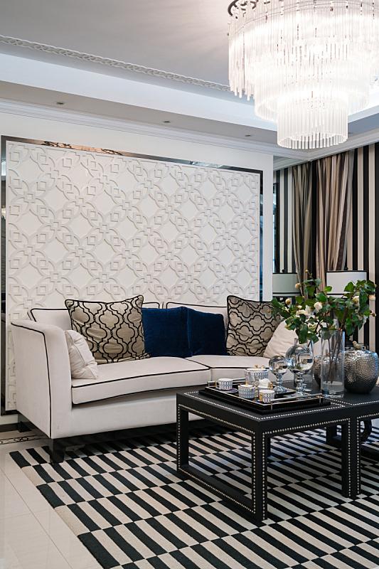 华贵,起居室,垂直画幅,住宅房间,式样,座位,桌子,无人,茶杯,装饰物