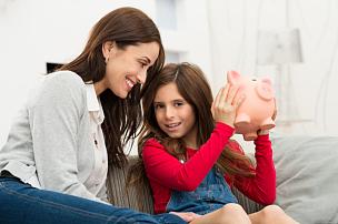 小猪扑满,女儿,母亲,拿着,面对面,津贴,储蓄,预算,抑制的,男性