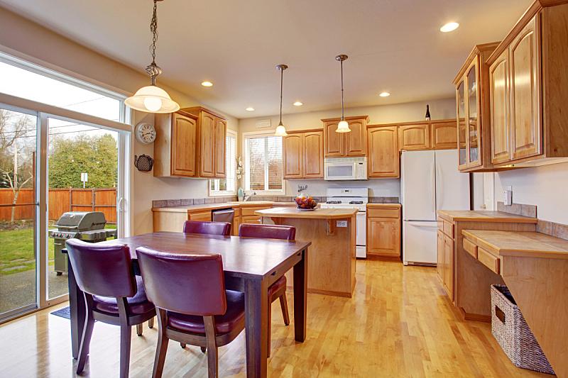 住宅房间,室内,厨房,简单,柜子,褐色,冰箱,窗户,水平画幅,吧椅