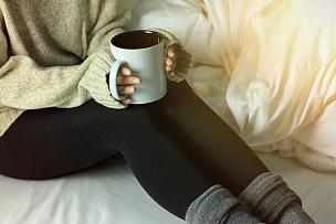 热,毛衣,舒服,床,杯,女人,冬天,家庭生活,早晨,热饮