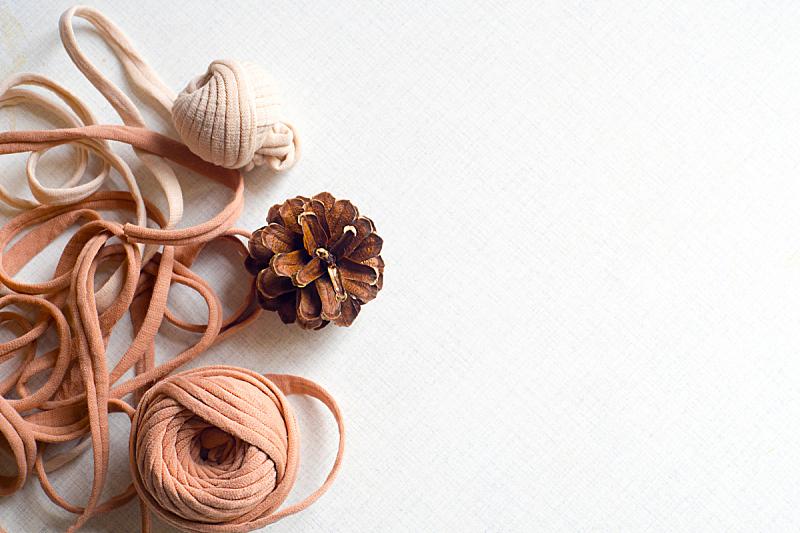 羊毛线球,松果,美,留白,式样,桌子,水平画幅,高视角,无人,蓝色