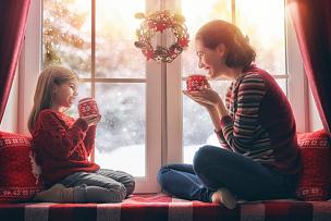 母亲,女儿,茶,热,水平画幅,雪,父母,单身母亲,饮料