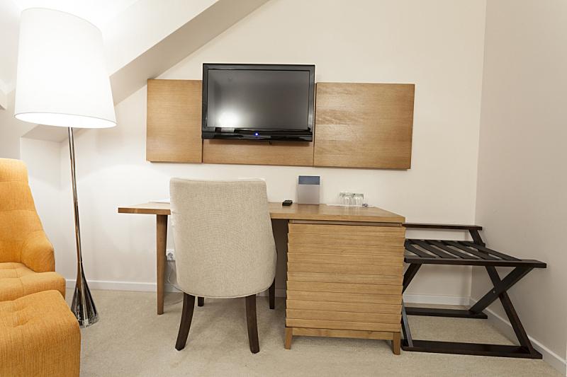 室内,书房,住宅房间,桌子,水平画幅,无人,椅子,房屋,灯,家具