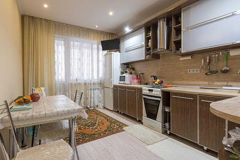 厨房,公寓,室内,居住区,宽的,照明设备,冰箱,舒服,人类居住地,炊具