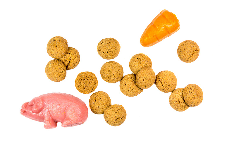 饼干,杏仁糖衣,组物体,胡萝卜,水平画幅,橙色,无人,香料,胡椒坚果,背景分离