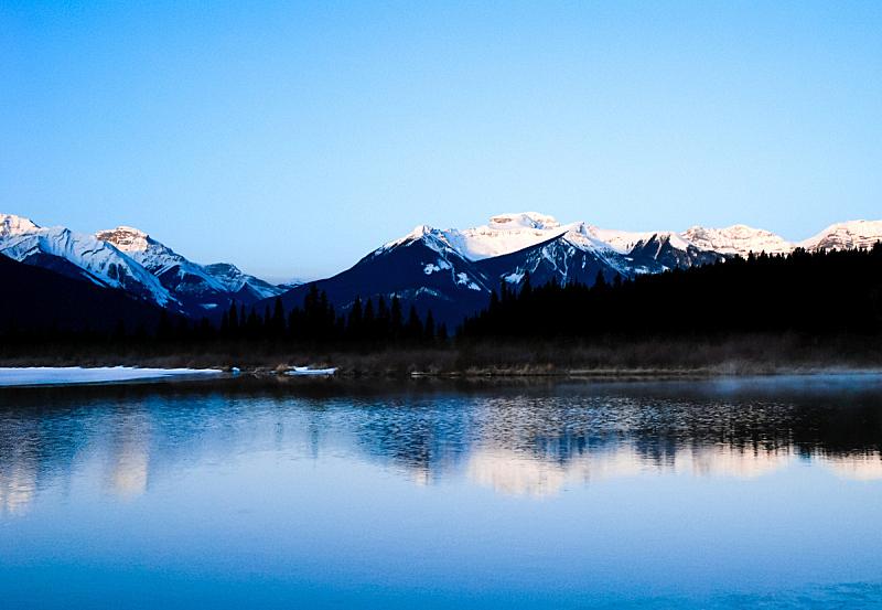 维米里恩湖,冬天,黎明,加拿大落基山脉,阿尔伯塔省,水平画幅,雪,早晨,旅行者,户外