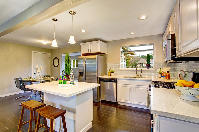 住宅房间,钢铁,室内,厨房,柜子,白色,极简构图,冰箱,窗户,水平画幅