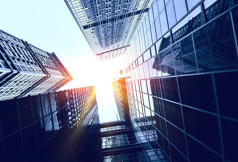 商务,建筑外部,正下方视角,夏令时,低的,城市扩张,角度,办公室,天空,上升