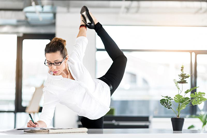 体操,松弛练习,办公室,秘书,瑜伽,姿态,书桌,就业和劳动,女性特质