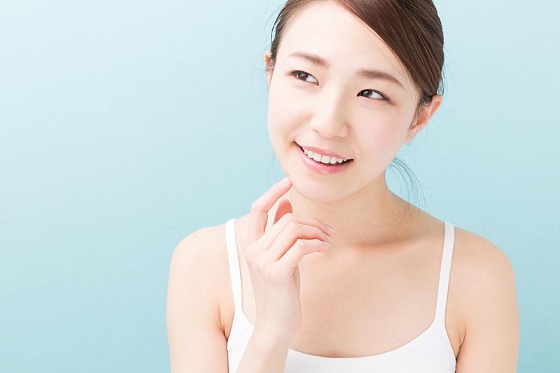 日本人,女人,注视镜头,美,水平画幅,仅成年人,青年人,彩色背景,仅一个青年女人,成年的