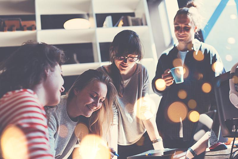 青年人,商务,团队,少量人群,新创企业,市场营销,数字化显示,商务休闲,工作场所,人群