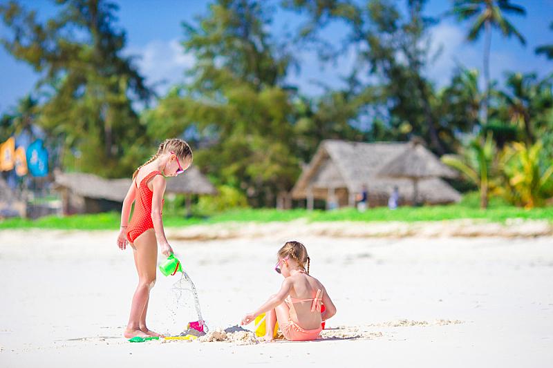 进行中,夏天,海滩,儿童,女孩,玩具,可爱的,母球,青少年,水平画幅