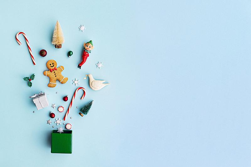 组物体,包装纸,合成图像,留白,水平画幅,高视角,甘蔗糖,姜饼人,姜饼男人