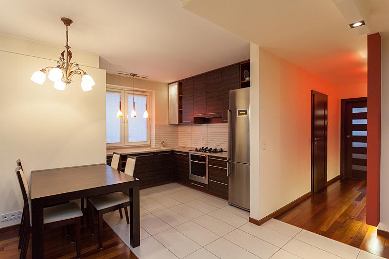 宽的,公寓,厨房,褐色,新的,水平画幅,透过窗户往外看,无人,椅子,家庭生活