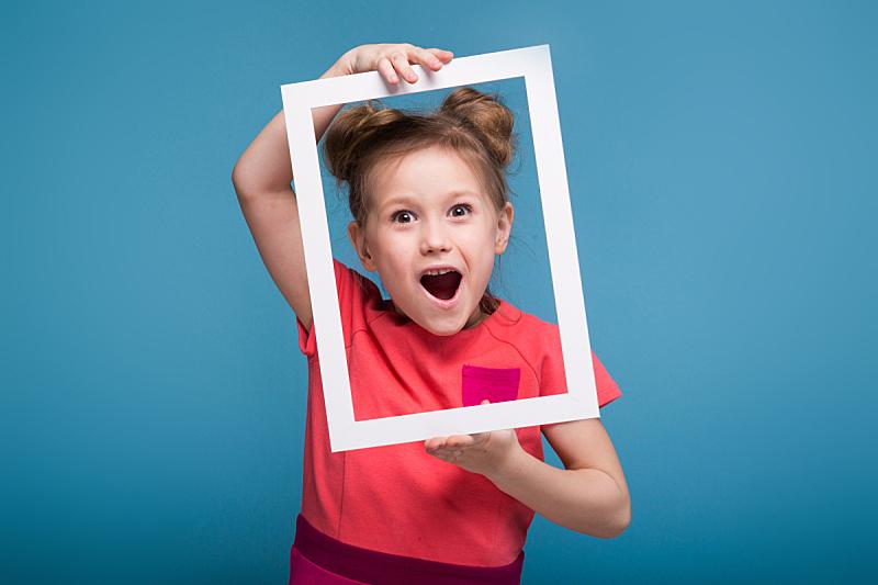 拿着,可爱的,自然美,粉红色的连衣裙,女孩,画框,休息区,彩色背景,仅一个女孩,边框