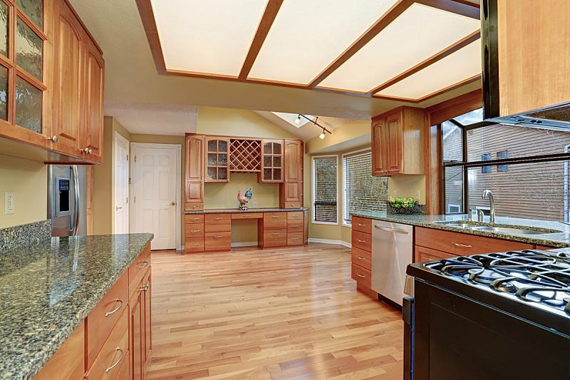 窗户,厨房,硬木地板,简单,住宅房间,水平画幅,吧椅,建筑,无人,豪宅