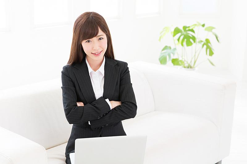 女商人,使用手提电脑,酒店服务台,办公室,笔记本电脑,水平画幅,明亮,日本人,白领,坐