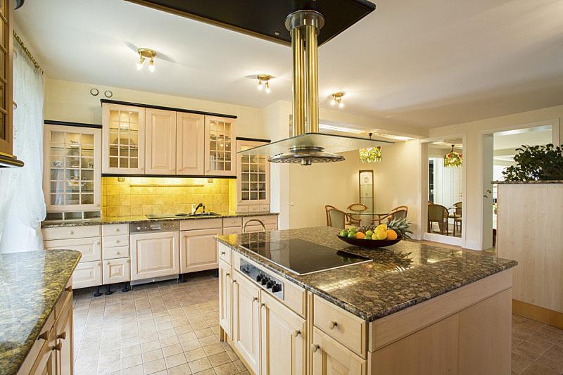 厨房,大理石,水平画幅,无人,家具,现代,花岗岩,灶台,用具,照明设备