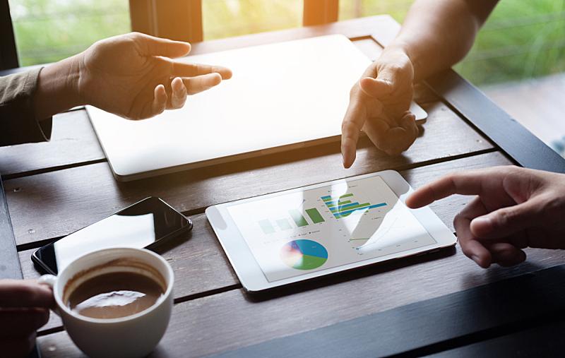 会议,图表,商务,人群,设备用品,特写,药丸,销售职位,平板电脑,数字化显示