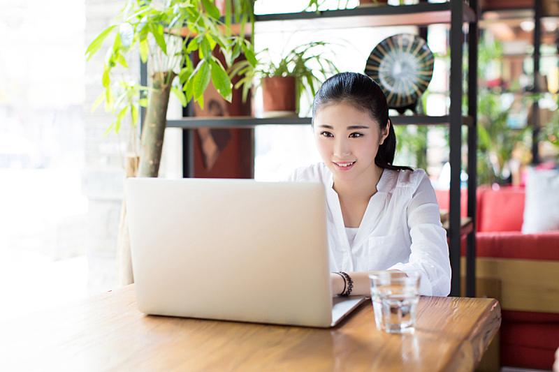 女人,使用手提电脑,咖啡馆,潮人,自然美,咖啡店,周末活动,计算机,玻璃杯,技术