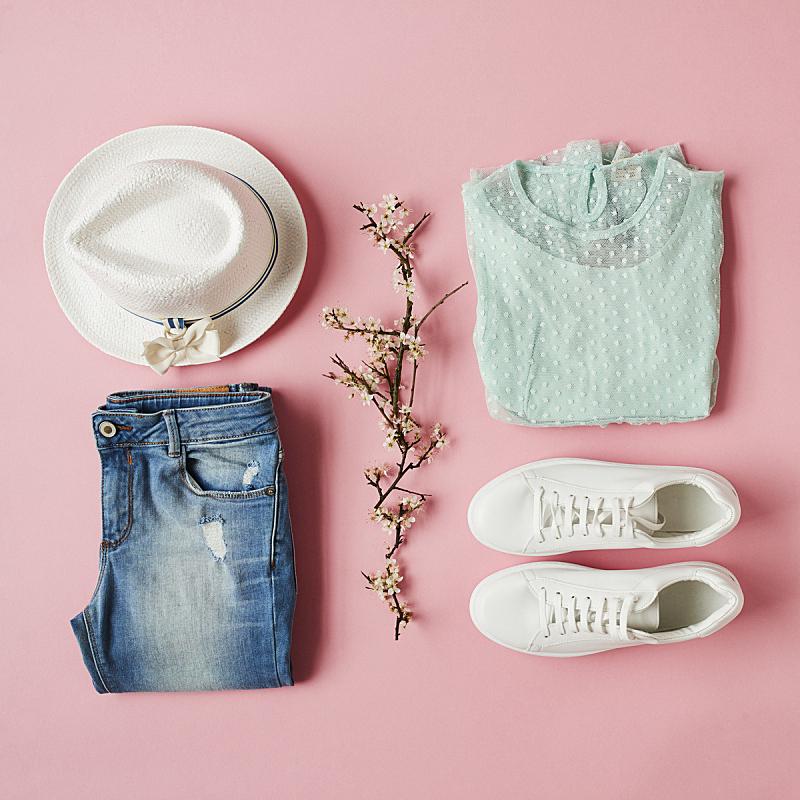 个人随身用品,衣服,春天,女孩,平铺,折叠的,组物体,粉色背景,运动鞋,时尚